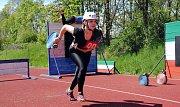 Hasička Adéla Kotrlová z Velké Lhoty závodí v sobotu 11. května 2019 na okrskové soutěži soutěži v požárním sportu v Hrachovci u Valašského Meziříčí.
