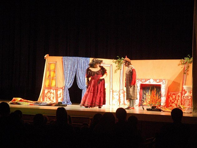 Sál vsetínského Domu kultury v neděli 16. ledna pohostil divadlo Starosti čerta Culínka aneb čertovsky veselý muzikálek.
