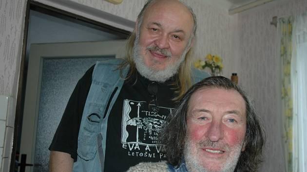 Jedny z posledních scén filmu Děda natáčeli Bolelav Polívka a František Segrado na chalupě v Semetíně.