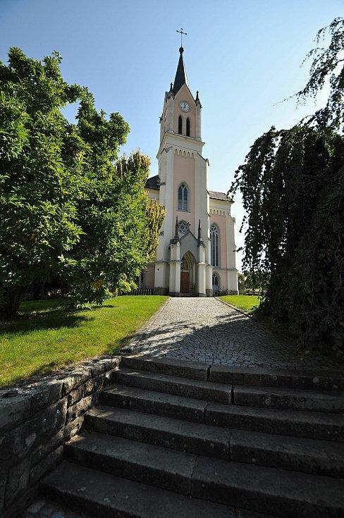 Vidče - novogotický kostel svatých Cyrila a Metoděje dokončený v roce 1915 díky sbírkám, které několik let po celé Moravě pořádal řídící učitel Hynek Kašlík.