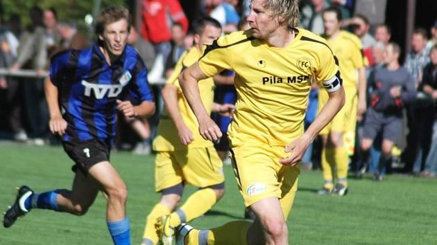 Fotbalisté Velkých Karlovic + Karolinky doma remízovali se Slavičínem 1:1.