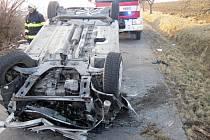 Nehoda osobního vozu Renault Mégane na silnici mezi Kelčí a Skaličkou; sobota 21. února 2015.