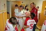 V úterý 23. května předali zástupci a hráči fotbalového klubu FC Vsetín výtěžek ze sbírky zástupcům vsetínské nemocnice.