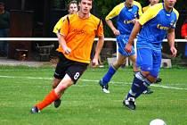 Fotbalisté Podlesí B (oranžové dresy) v tomto utkání porazili Ústí 5:0.
