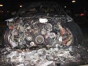 Na náměstí v Kelči shořelo BMW