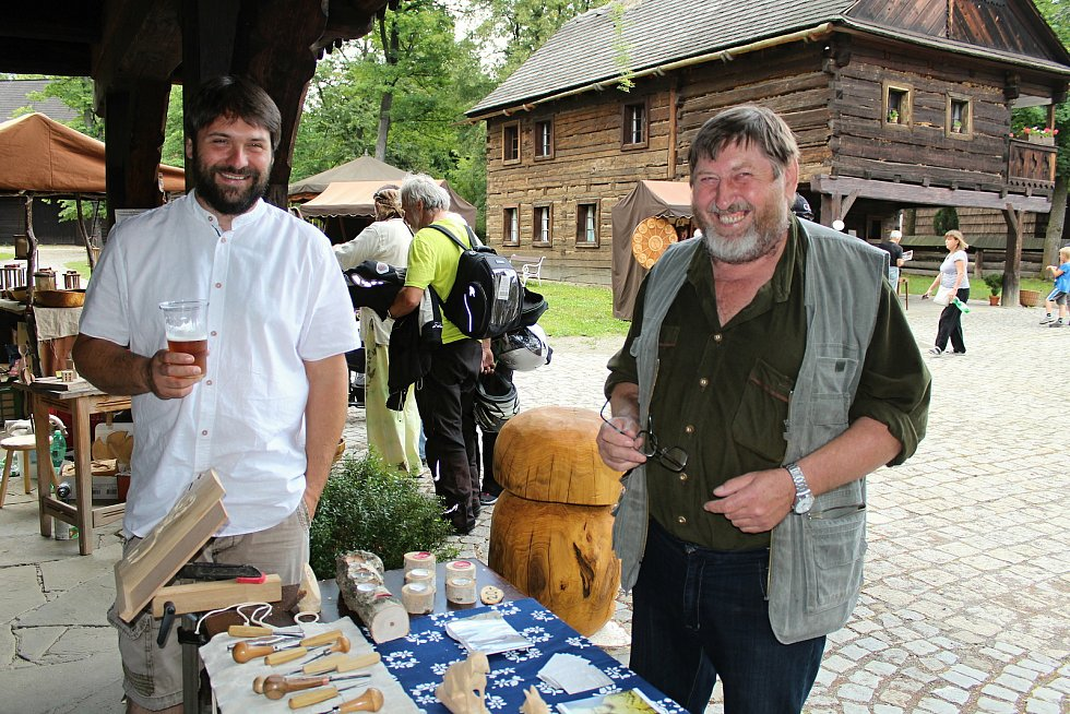 Rožnov pod Radhoštěm je podle místních branou Beskyd a srdcem Valašska. Skanzen je dějištěm kulturních akcí, jako například Hejův nožík, rok  2018.