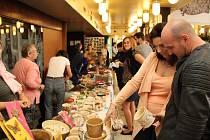 Hrnky i andělé. Veřejnost nejvíce přitahovaly výrobky z keramiky. K vidění byly i kapsáře nebo drátované výrobky.