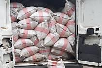 Dodávka naložená 155 pytli řezaného tabáku, kterou celní policisté zadrželi v pátek 12. července 2019 na Vsetínsku. Řidič - cizinec - z Polska na Valašsko dovezl zhruba 2,5 tuny tabáku. Daňový únik byl vyčíslen na více než 5 milionů korun.