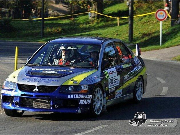 Posádka Pešl – Lasevič na trati AZ Pneu Rally Jeseníky, kde dojela na pěkném 16. místě absolutně.