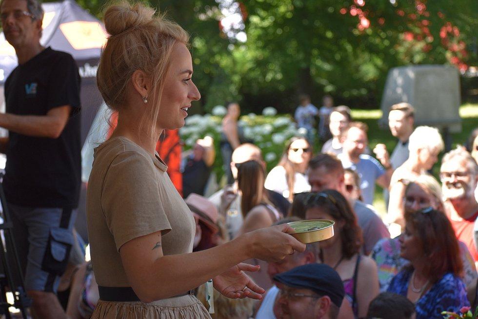 Garden Food Festival Rožnov pod Radhoštěm. Česká youtuberka a moderátorka Nikola Čechová alias Shopaholic Nicol.
