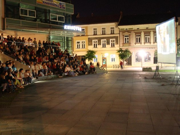 Na vsetínském Dolním náměstí se v pátek 29. července uskutečnilo další ze série promítání letního kina.