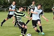 Fotbalisté Kelče B (pruhované dresy) doma na penalty porazili Horní Bečvu.