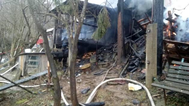 Chata v místní části Červenka ve Vsetíně lehla popelem.