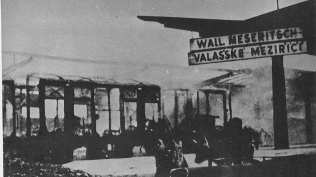 Osvobození Valašského Meziříčí 6. 5. 1945 – nádraží ČSD a Němci vypálené třetí nástupiště