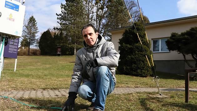 Meteorolog Muzea regionu Valašsko a odborní pracovním Hvězdárny Vsetín Pavel Svozil.