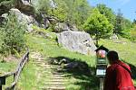 S erozí půdy bojují ochranáři nejvíce na turisticky exponovaných místech. V Pulčínských skalách doporučují ochránci dodržovat jednosměrný provoz do skal. Chodníky tak netrpí.