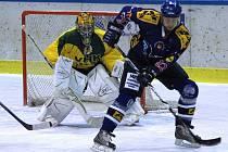 Hokejové derby Valašské Meziříčí (v modrém) - Vsetín