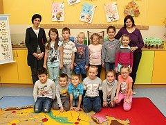 ZŠ Hovězí, 1.B, třídní učitelka Helena Trlicová, asistent pedagoga Jana Kostková