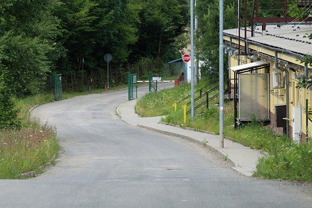 Vrátnice do areálu firmy Kayaku Safety Systems v Jablůnce u Vsetína, kde v pondělí 2. července 2018 v 9 ráno došlo k výbuchu při zpracování pyropatron do airbagů.
