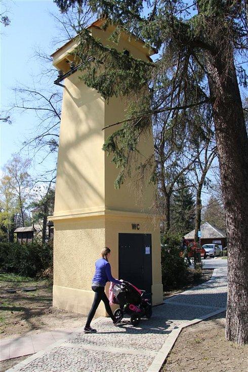 Veřejné záchody vybudovali v Rožnově pod Radhoštěm z bývalé trafostanice.