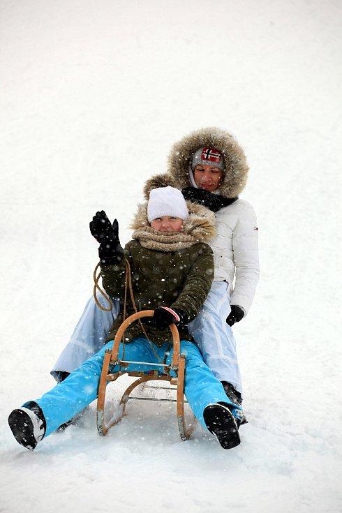 Zasněžené Velké Karlovice v lednu 2020. Sjezdovka Razula.