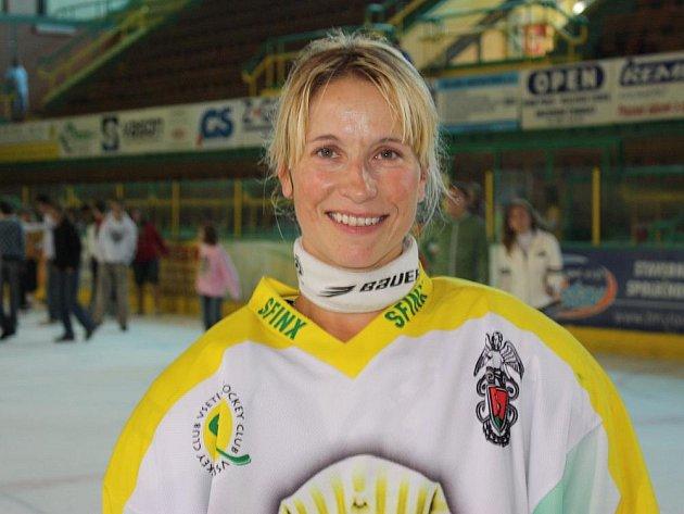 Vsetínské hokejistky v těchto dnech slaví 15 let činnosti. Zuzana Povýšilová patří mezi opory současného týmu.