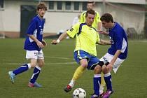 V utkání 1. A třídy Valašské Meziříčí B (modré dresy) doma padlo s Kelčí 0:1.
