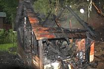 Požár kůlny a části chaty v rekreační oblasti u Bystřičky