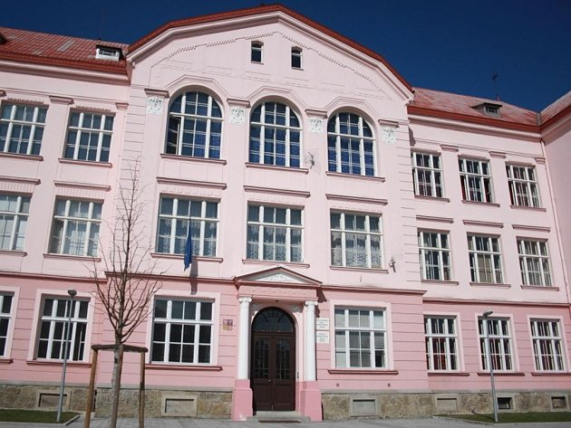 Dvě vsetínské střední školy, gymnázium a zdravku, se sloučí pod jednu střechu. Čeká se už jen na souhlas Zlínského kraje.