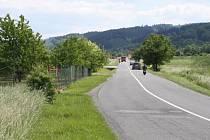 Na staré cestě do Vsetína mezi Bobrkami a Lázkami chybí podle lidí chodníky.