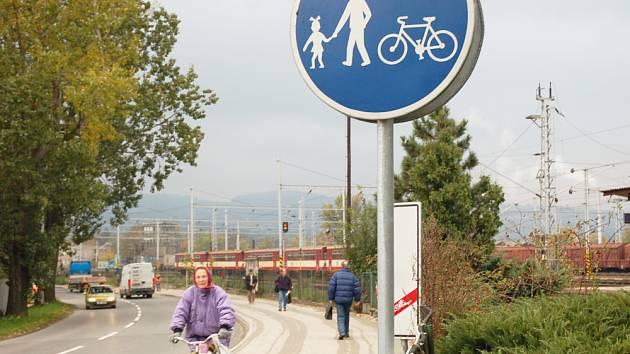 Nový chodník v sousedství meziříčského vlakového nádraží