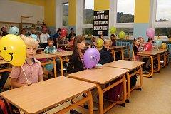 Novou etapu života zahájili prvňáčci na Základní škole v Jablůnce. 3. září 2018 usedli poprvé do lavic.