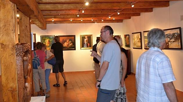 V informačním centru Zvonice na Soláni otevřeli v sobotu 18. srpna 2012 VII. Valašský salon. Svá díla vystavuje čtyřicet výtvarných umělců