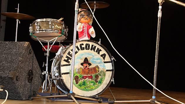 MIlovníci hry na heligonku se sešli v sobotu 29. září 2018 na dvacátém ročníku oblíbené akce Setkání heligonek v Lidovém domě v Halenkově. Vystoupilo přes sedmdesát účinkujících.