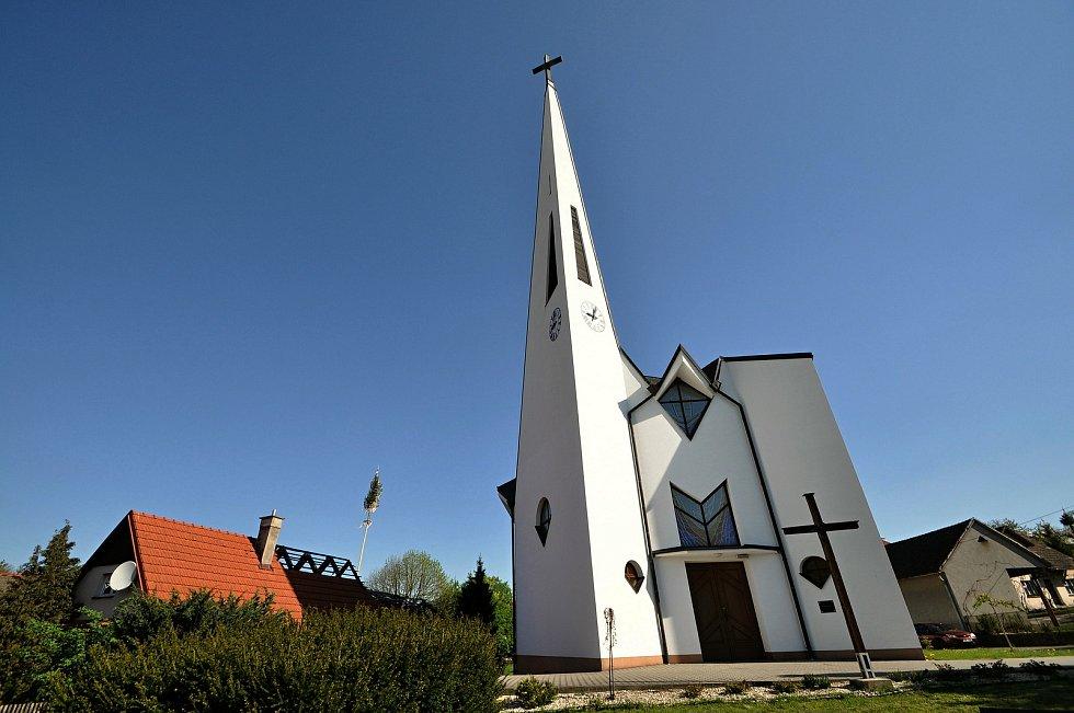 Filiální kostel sv. Cyrila a Metoděje v Kladerubech byl postaven v letech 1998 - 1999 podle návrhu opavského architekta Jana Kováře. Vysvětil jej arcibiskup Jan Graubner.