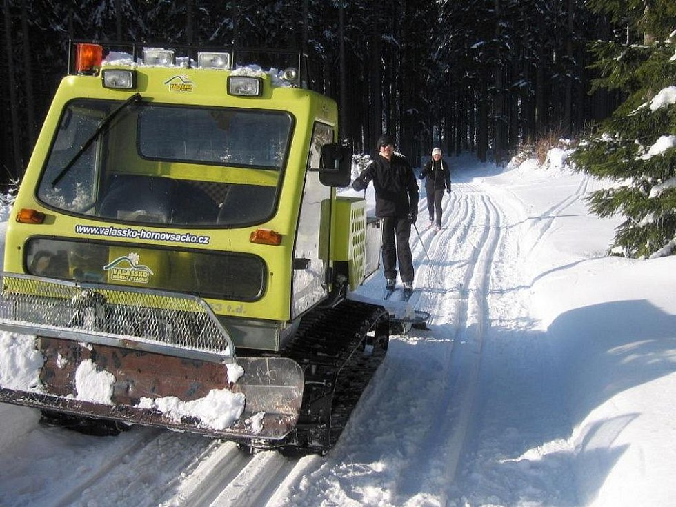 Hornovsacká magistrála nabízí ideální podmínky pro běžkaře. Stopa je upravovaná rolbou.