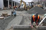 Ve Valašském Meziříčí finišují v těchto dnech práce na dokončení nového nákupního centra.
