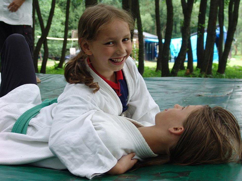 Na Trubiskách se koná tábor pro děti trénující judo.
