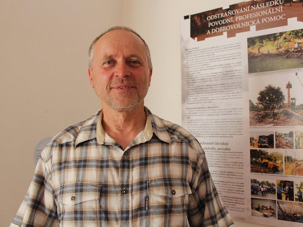 Potápěč Dalibor Barcaník z Frýdku-Místku při povodních v roce 1997 zachránil více než osmdesát lidí.