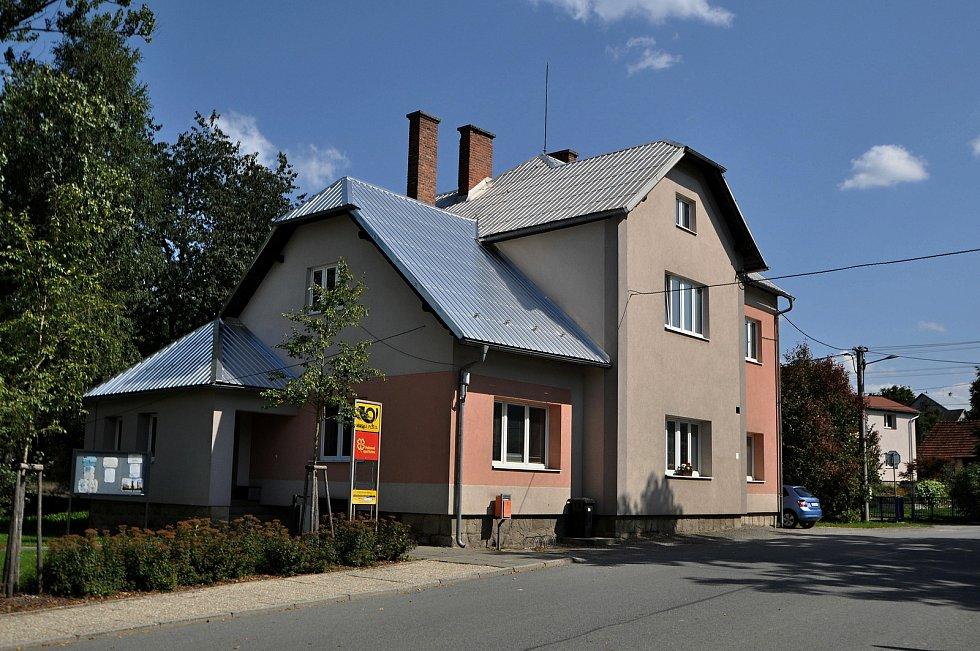 Vidče - budova pošty s novými obecními byty