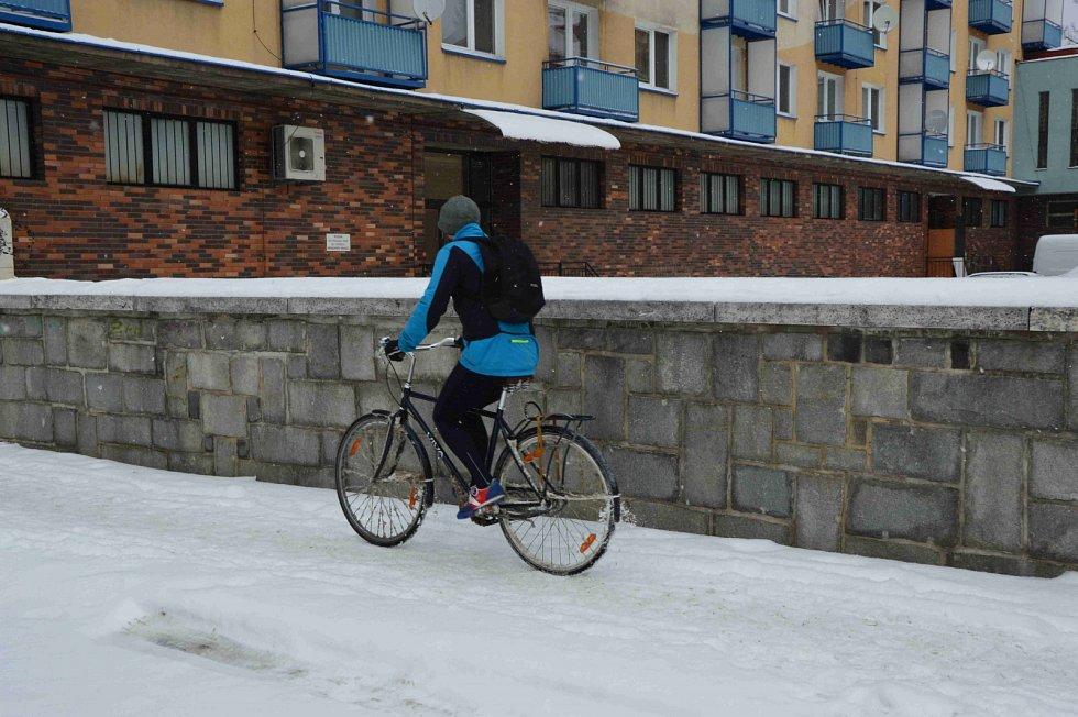 Na kole a na sněhu.
