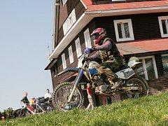 Motorkáři život znepříjemňují i lidem v Javorníkách. U hotelu Portáš kvůli nim provozovatelé chystají závoru.