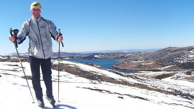 Před třicetikilometrovým závodem si Jan Talaš na australském sněhu několikrát zatrénoval.