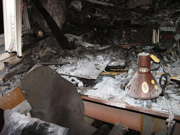 Požár v bytě v rožnovské Kulturní ulici způsobil půlmilionovou škodu; Rožnov p. R., sobota 8. října 2016.