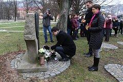 Ve Vsetíně si 26. ledna 2018 připomněli památku obětí holocaustu. U památníku na ulici Štěpánská, v místě, kde stávala synagoga, se sešli zástupci města, Svazu bojovníků za svobodu i žáci a studenti základních a středních škol.