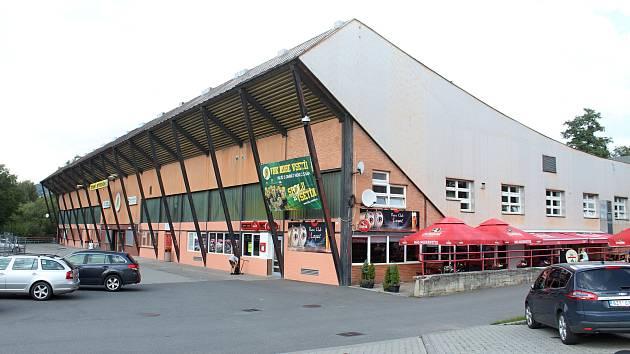 Čtvrtá etapa rekonstrukce vsetínského zimního stadionu na Lapači je u konce. Slavnostní předání stavby se uskutečnilo 26. srpna 2019.