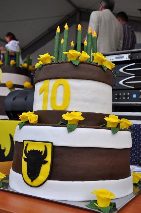 Narozeninový dort, který připomíná desáté výročí získání statutu města pro obec Zubří; Zubří, Den města, sobota 8. září 2012