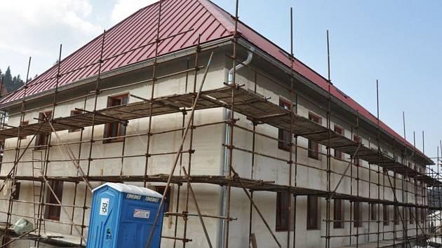 Ve Valašské Bystřici tento rok dokončí výstavbu charitního domu pro seniory.