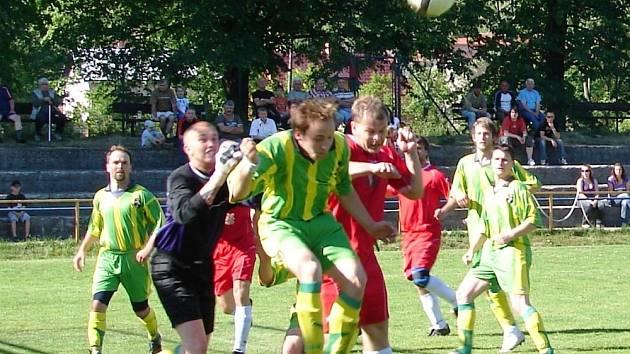 V tomto utkání okresního přeboru vyhrála domácí Janová (v červených dresech) nad Střítežem nad Bečvou 3:1.