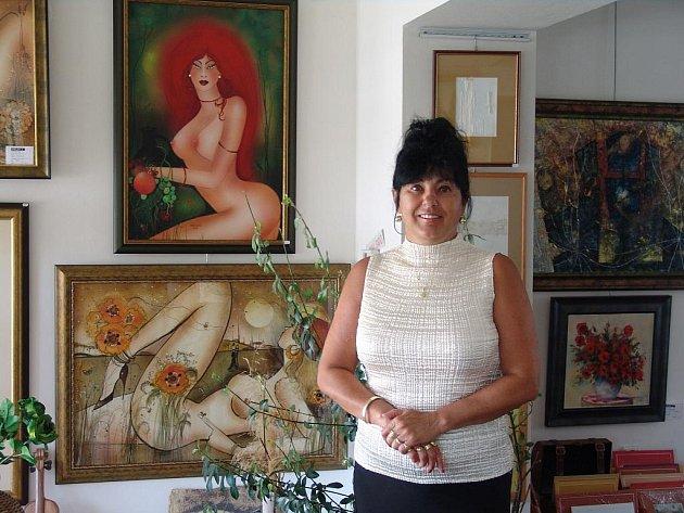 Hana Zedníková vede spolu s manželem Jiřím galerii a obchod s dárkovými předměty.